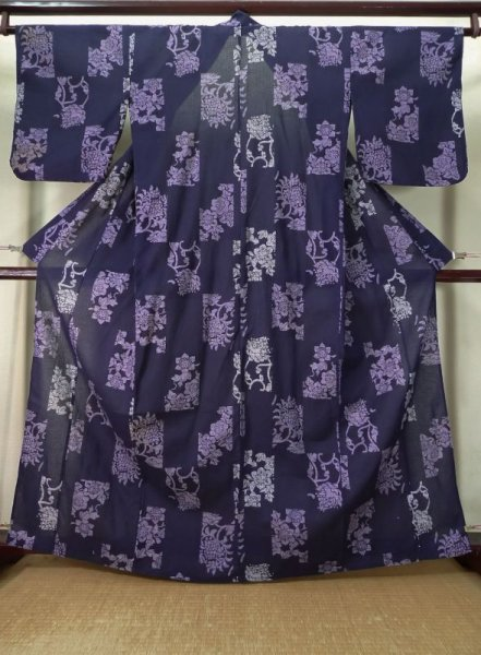 Photo1: K0526I Used Japanese Deep  Purple YUKATA summer(made in Other than Japan) / Cotton. Flower, made in 1990-2000  (Grade C) (1)