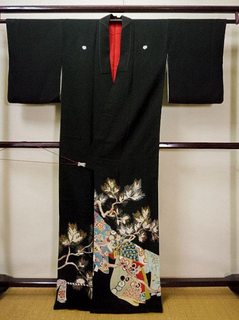 47933051a G0123B Used Japanese Black KURO TOMESODE formal by Silk. Kimono Curtain,  KAMON crest: TSUTA (Grade C) [G0123B]